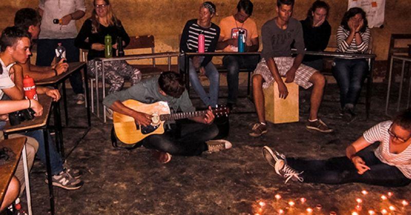 Jongeren bereiden sing-in voor (Ghana)