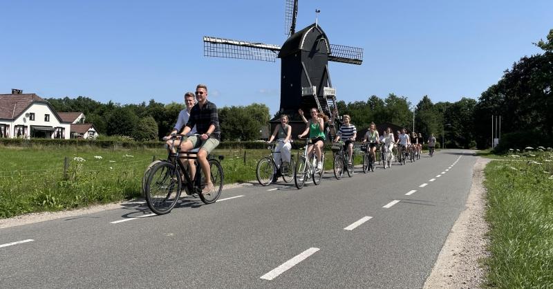 Op de fiets naar de kerk in Barneveld