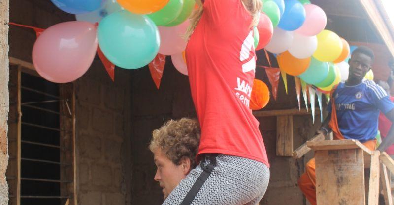 Even de balonnen ophangen voor het feest