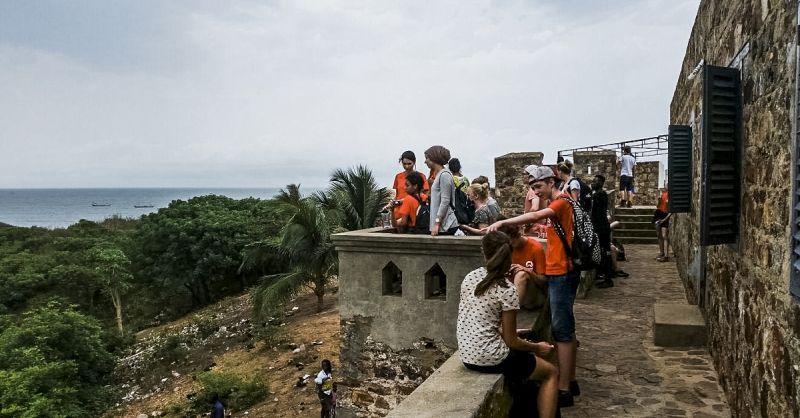 Uitkijken op de baai vanaf het slavenfort