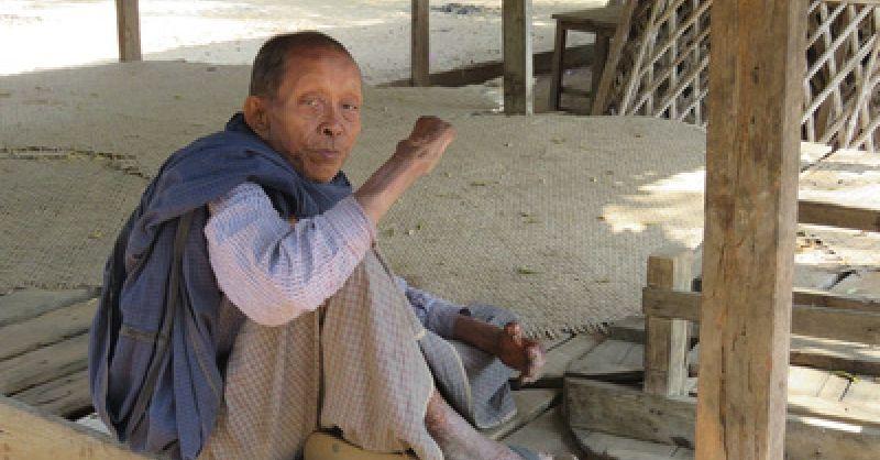 Blij dat er aandacht is voor zijn wijk. Pakokku - Myanmar