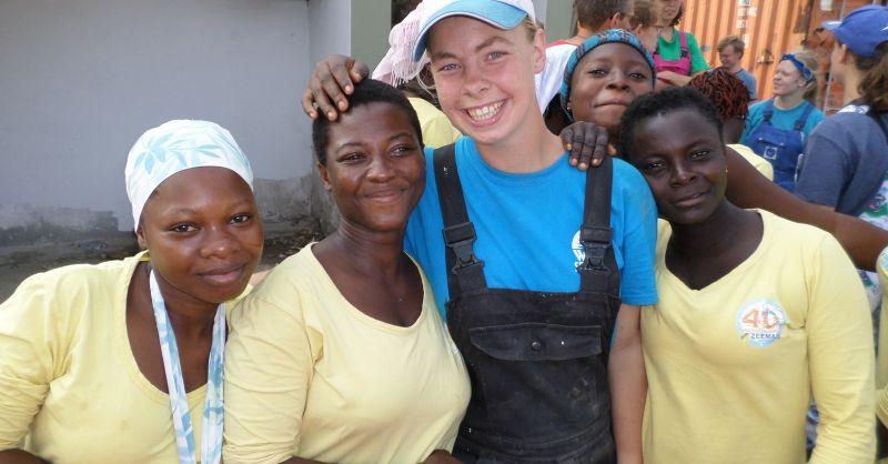 Samenwerken met de meiden van Lifeline. Accra - Ghana