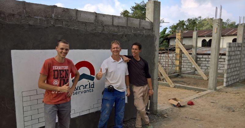 Logo World Servants op de muur