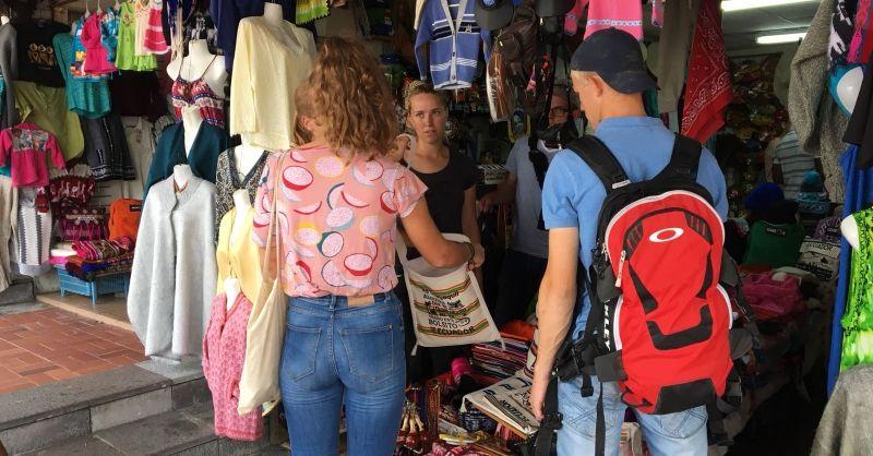 Shop till you drop op de souvenirmarkt