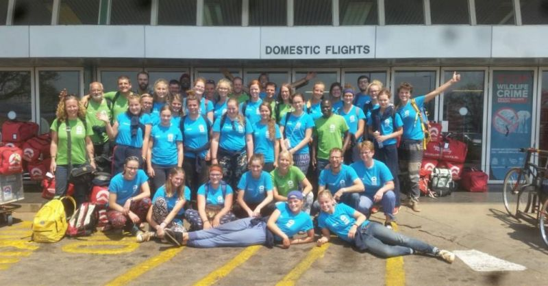 Groep bij de luchthaven