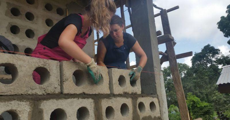 Kelly aan het bouwen