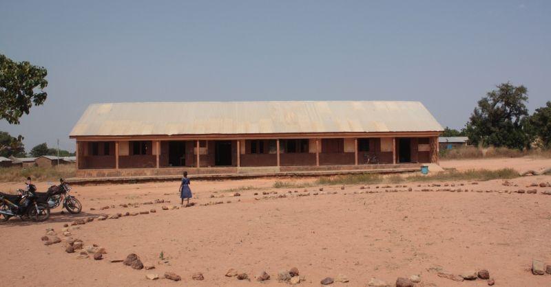 In dit schoolgebouw gaan de kinderen nu naar school