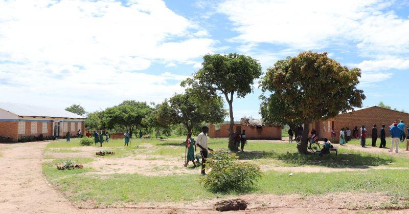 Het schoolterrein van Chivukutu