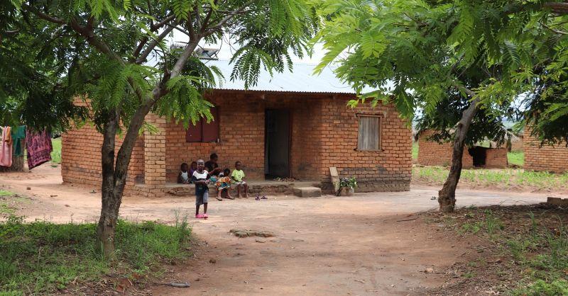 In Kamatimba is een tekort aan lerarenwoningen als deze