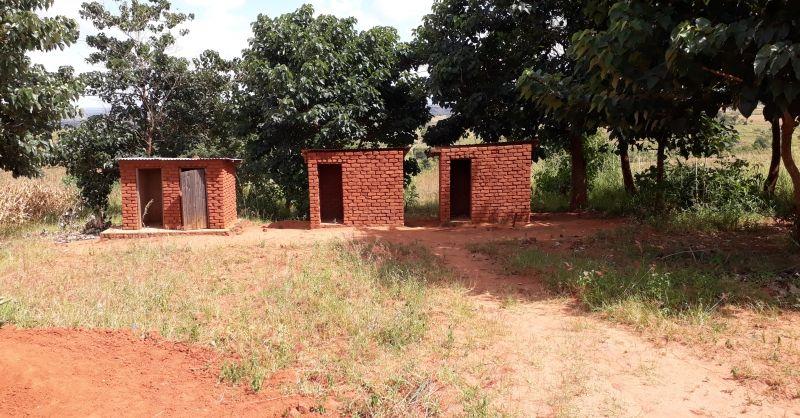 Latrines gebouwd door gemeenschap