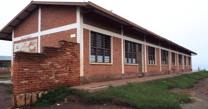 Klaslokalen van de school in Nyamagana