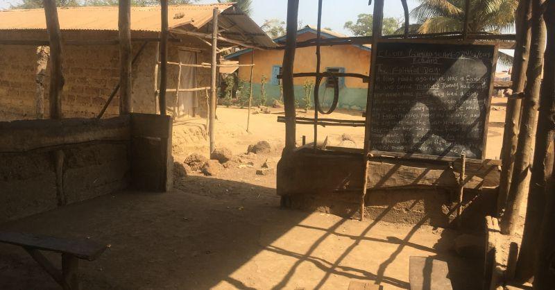 Tijdelijke klaslokaal aan de binnenkant