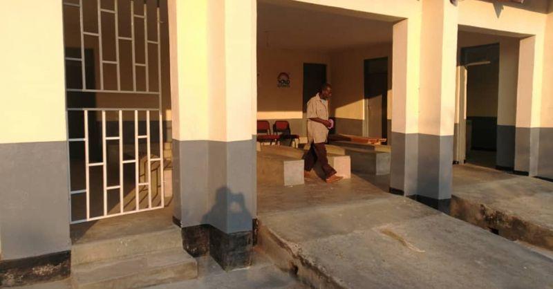 De wachtruimte aan de voorkant van de kliniek