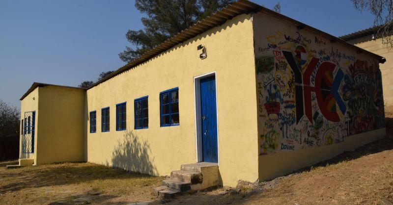 Buitenkant van een van de klaslokalen