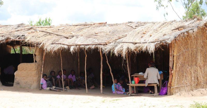 Deze klaslokalen zijn niet bestand tegen de regen