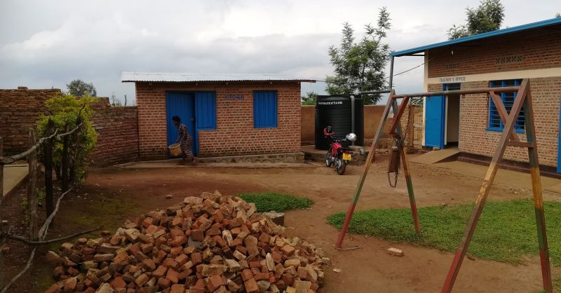 De keuken op de achtergrond