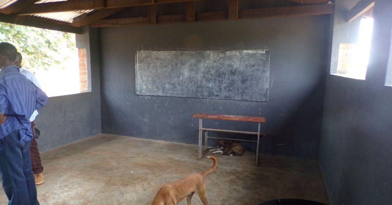 Extra klaslokaal in de overkapping voor het voedselprogramma
