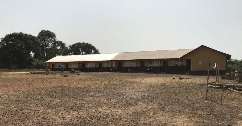 De school in Laminaya - rechter deel SL117 en links SL119