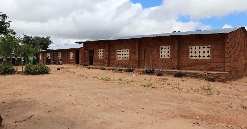 Lokalen gebouwd door gemeenschap (2x2)