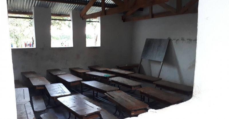 Kitchen shelter die nu als klaslokaal wordt gebruikt