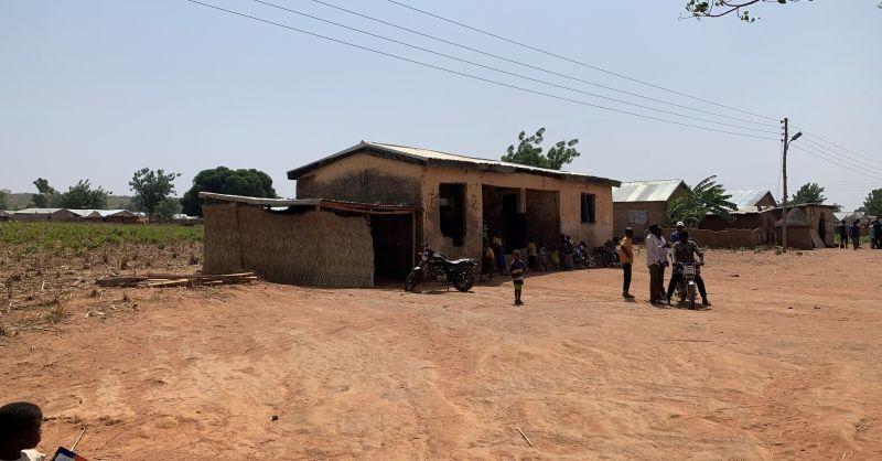 Het oude veel te kleine schoolgebouw