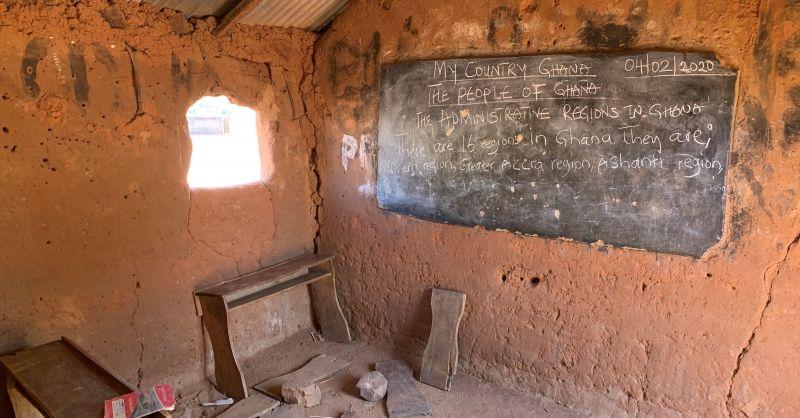 Oud/primitief klaslokaal in gebruik