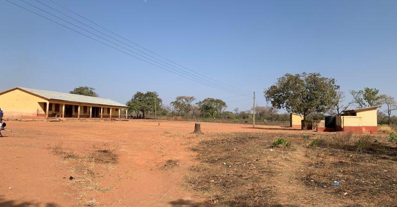 Elektriciteitsleiding naar bestaand klaslokalenblok