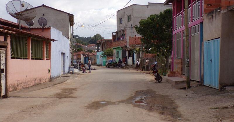 Een straat in Almas