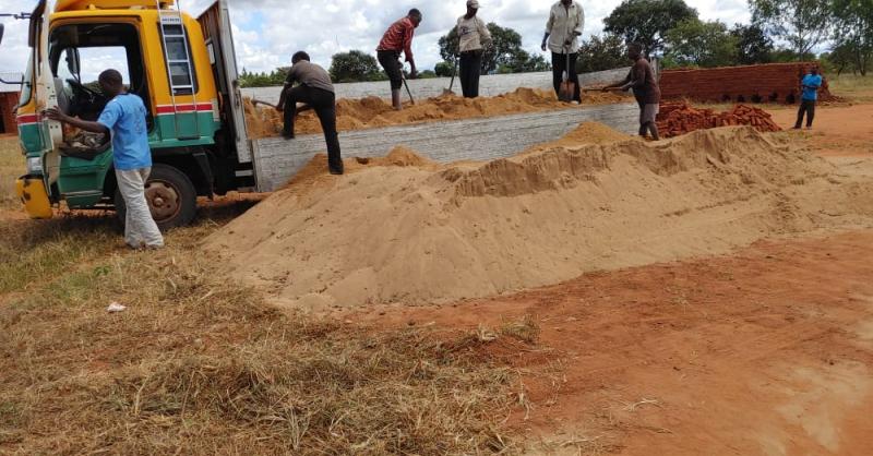 Zand voor de bouw wordt uitgeladen