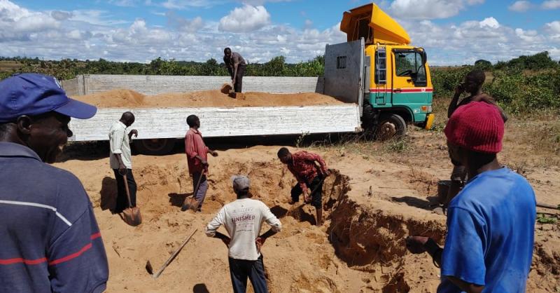 Zand voor de bouw wordt ingeladen