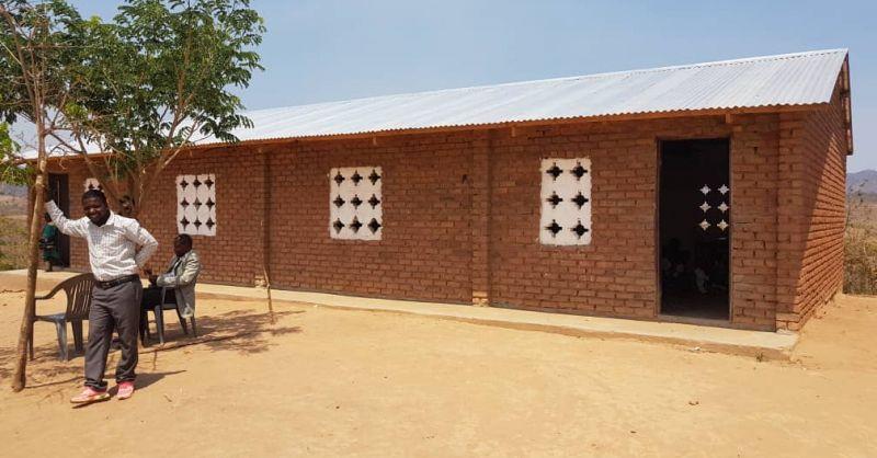 Lokale gebouwen met een nieuw dak