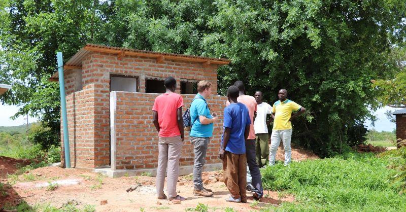 Het nieuwe toilet en girls changing room