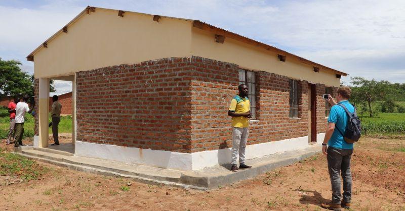 Nieuwe teacherhouses met trotse bewoner