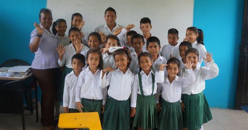 De kinderen en leerkrachten van de school