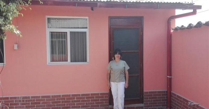 Annaluisa voor haar woning
