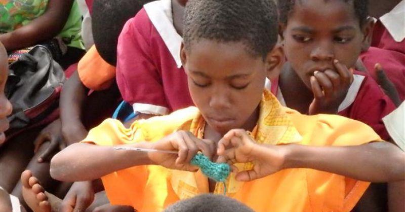 Kinderen bij de school in Kapiritimwa