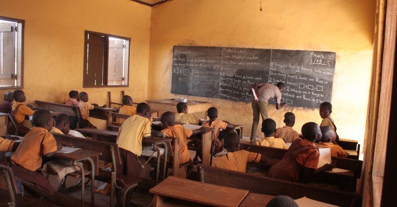 Ondertussen in de schoolbanken in Ghana...