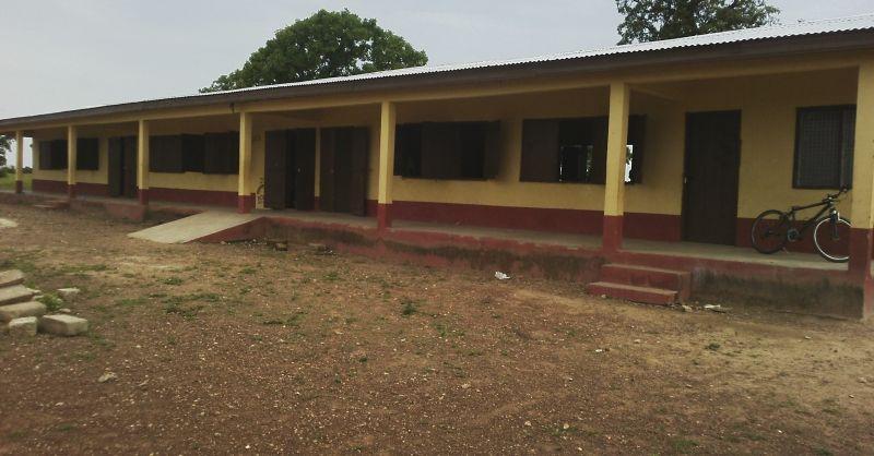 Het schoolgebouw uit 2015