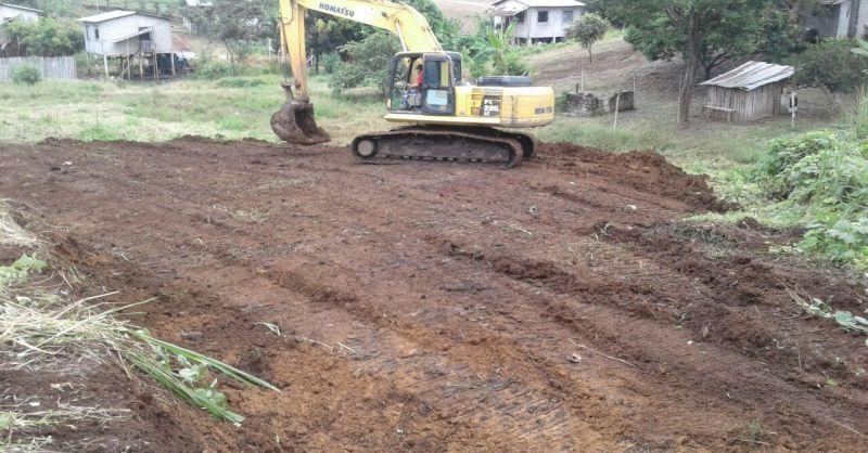 Grof geschut ingeschakeld om de bouwgrond te egaliseren