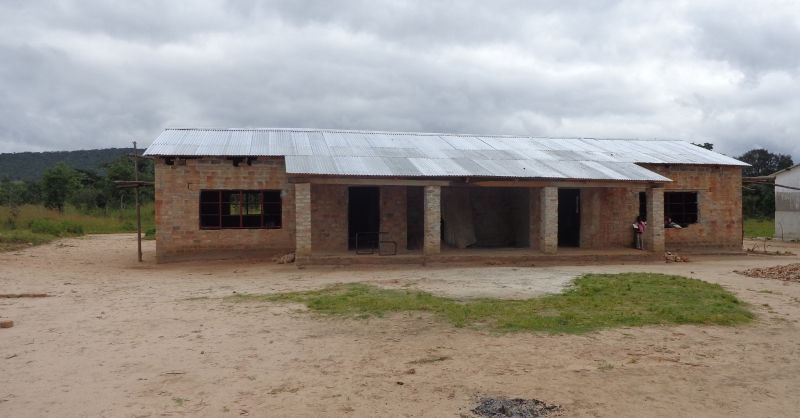 Het orginele schoolgebouw van Mboboli