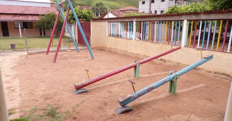 Wat een kleurrijke speelplaats!
