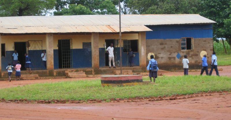 Het voormalige schoolgebouw in Chijemu