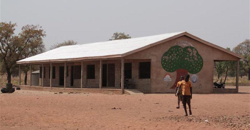 Nieuwe school met watertank
