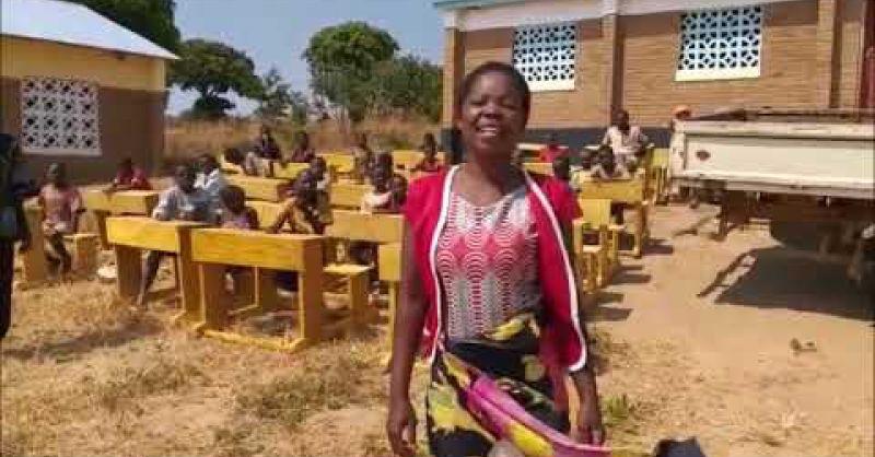Schoolbankjes voor Liziwazi
