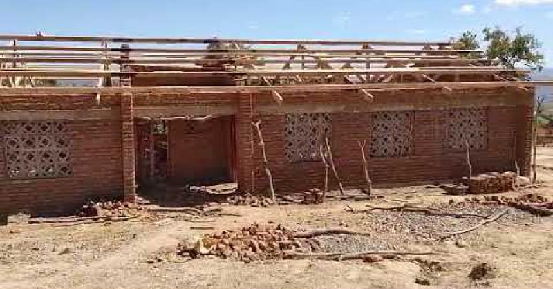 De bouw in Chigumba gaat goed