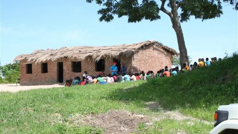 Een van de schoolgebouwen van 2 klaslokalen
