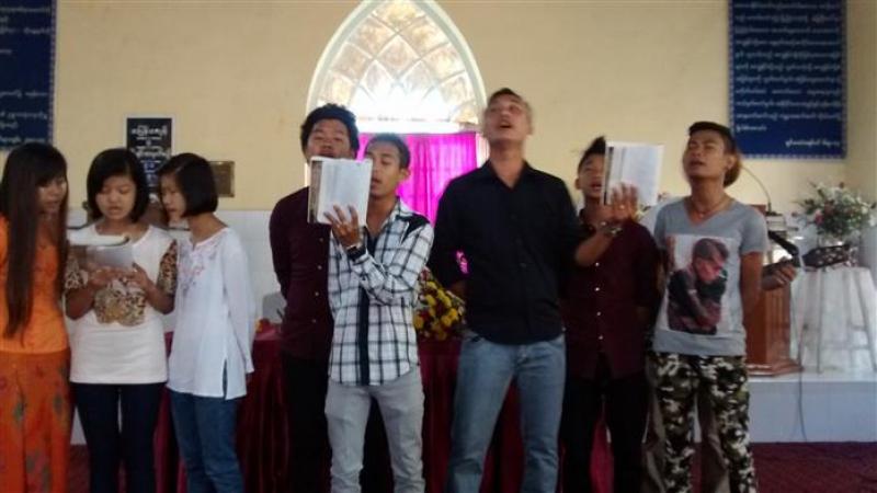In de kerk bij het Leprosy Mission ziekenhuis in Mawlamyine