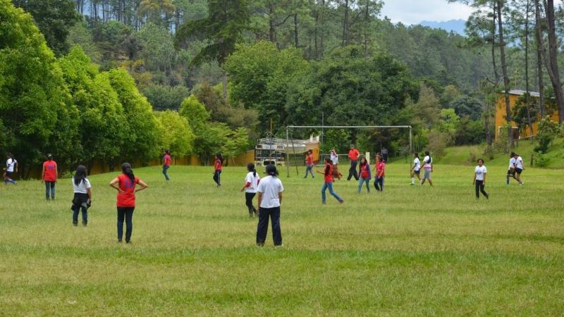 Potje voetbal met de kinderen