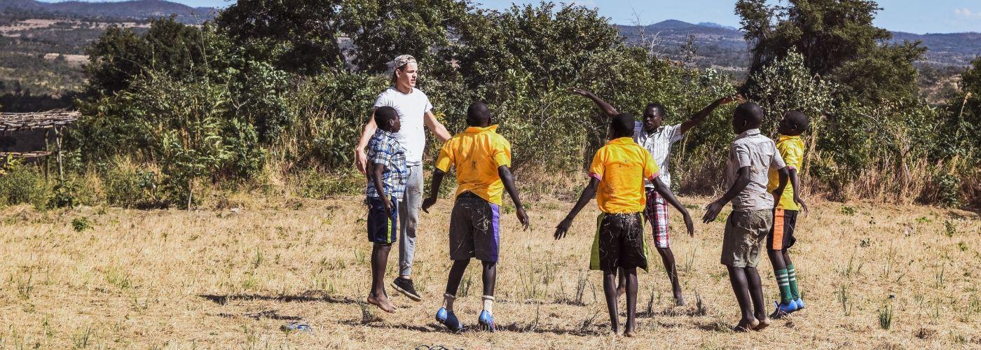 Dansen en springen met de kinderen