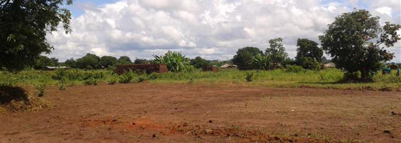 Bouwplaats voor de lerarenwoningen en latrines